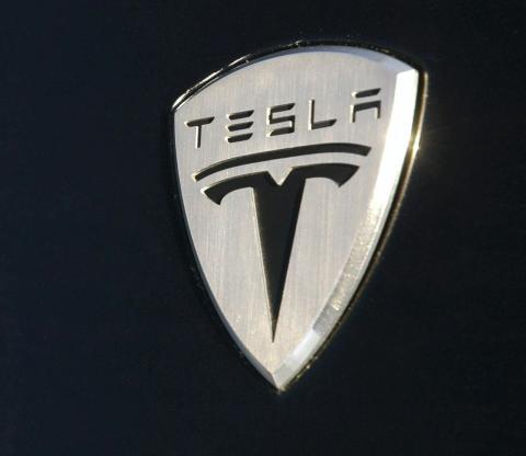 Operar en Tesla en binarias